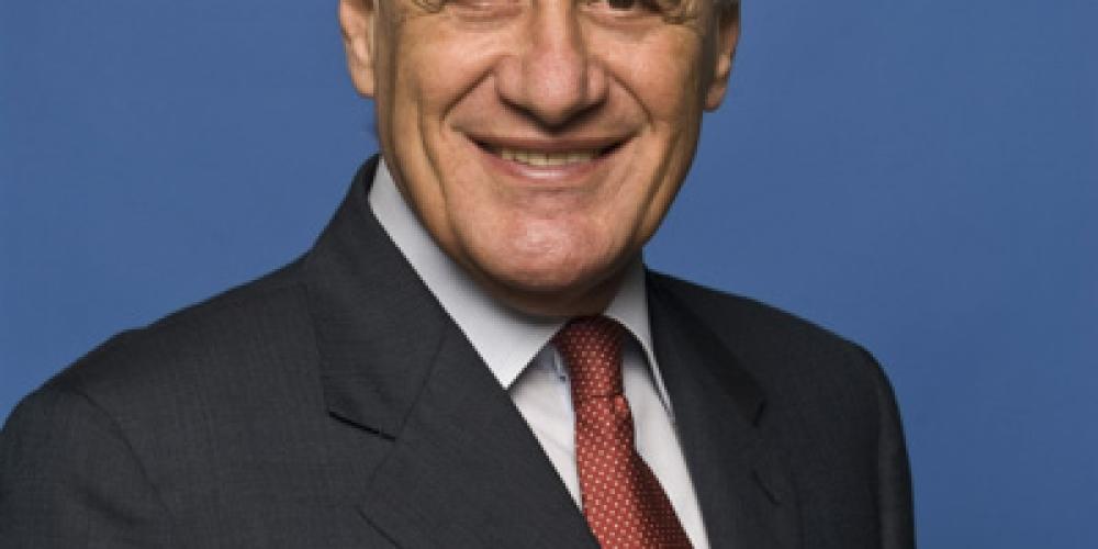Baldassarre, ex Presidente della Corte Costituzionale, approva il verdetto sul Lodo Alfano. E qualcuno si vendica